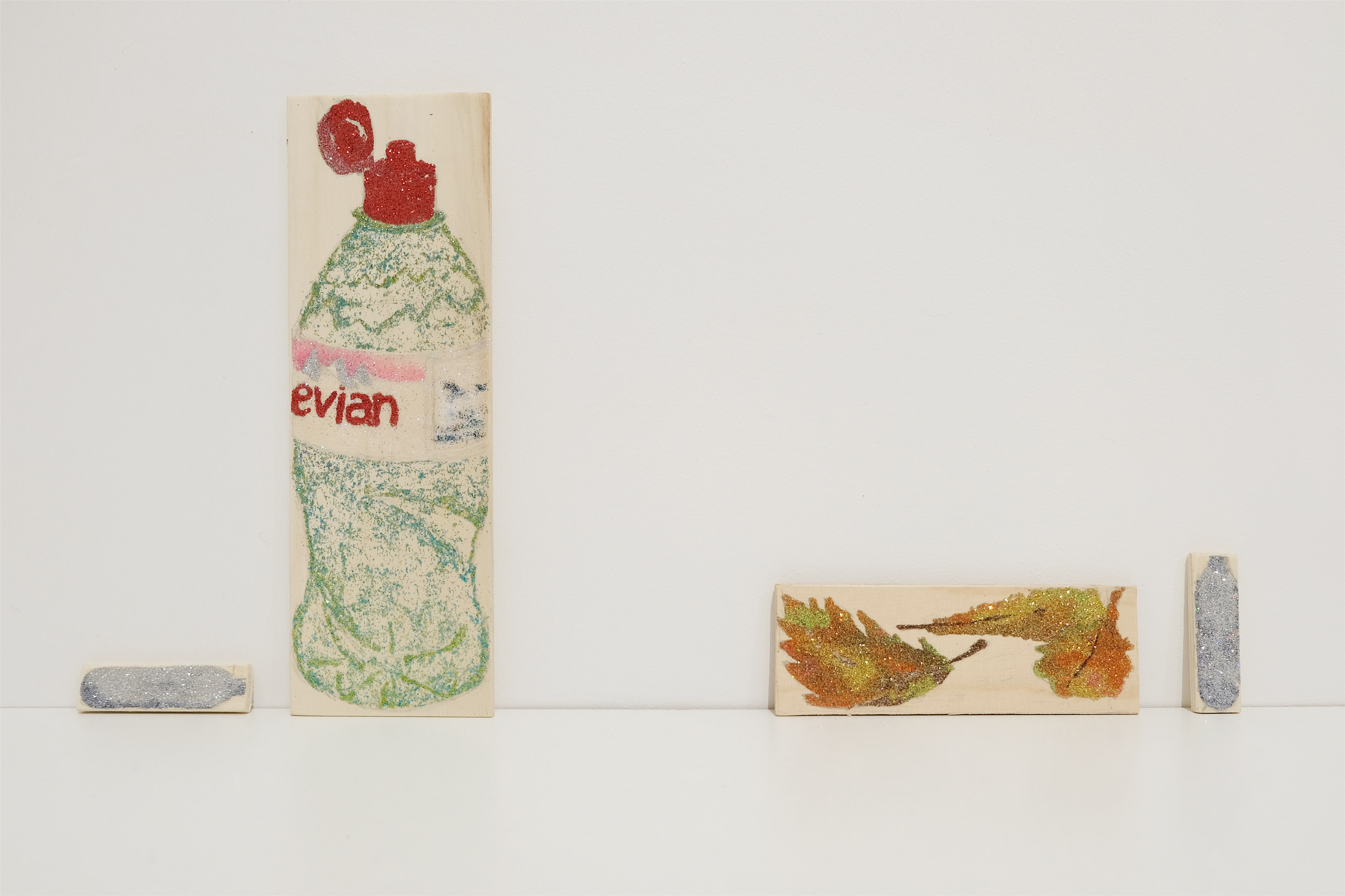 <p>Resting place (canister, Evian, leaves, canister)</p>
